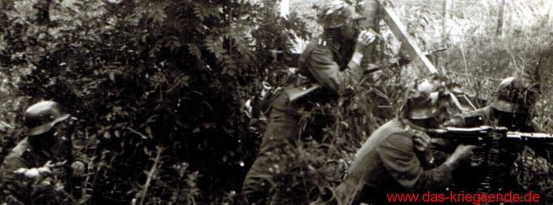 """Bild 0: Erich Bäcker, Angehöriger der 3. Pz.Gren.Div. """"Ein amerikanischer Angriff wird im Feuer abgewehrt."""""""