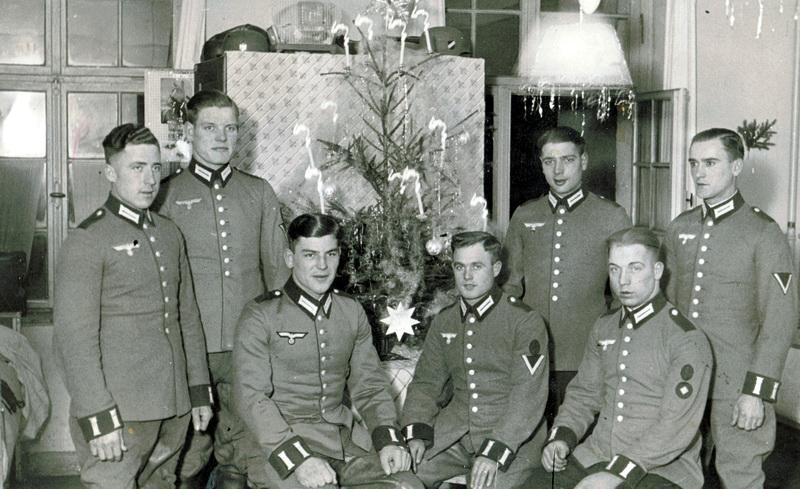 Der Frankreichfeldzug ist beendet, die Soldaten der 79. Infanteriedivision feiern in Verbiesles ihr Weihnachtsfest.