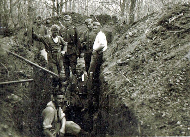 Gegenüber der Maginot-Linie werden durch das Artillerieregiment 179 Schützengräben angelegt.