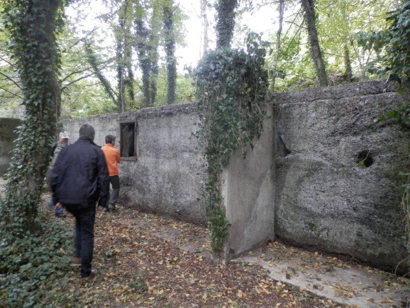 Die Latrinen des Zwangsarbeiterlagers. Foto Werner Weitz.