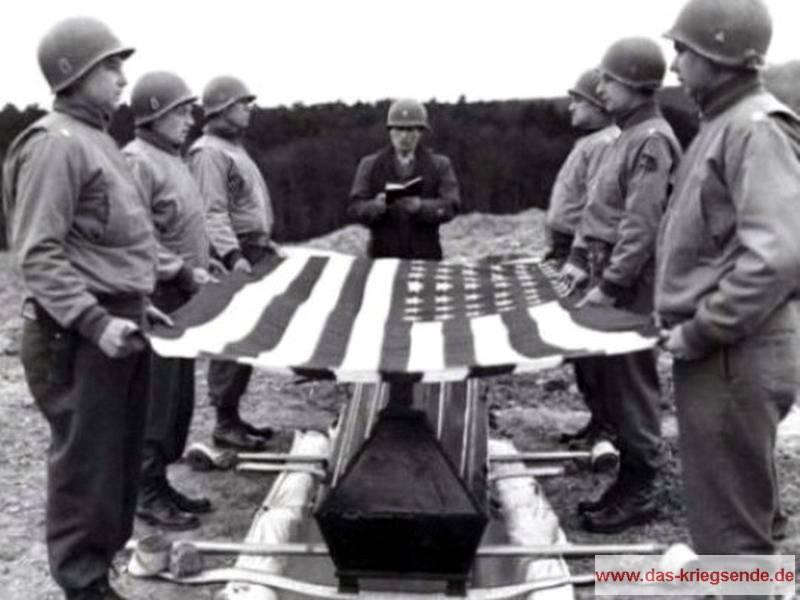 Die Beisetzung von General Maurice Rose in Ittenbach am 2. April 1945.