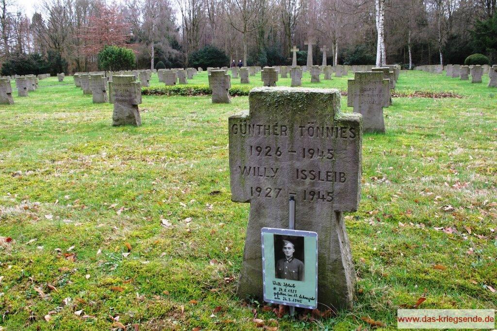 Die letzte Ruhestätte des 17 jährigen Willi Ißleib. Gefallen am 26. März 1945. Foto: Volker R. Schneider, Kreuztal