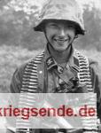 """Bild2 - ein blutjunger Soldat der Waffen-SS, vermutlich Angehöriger der 12. SS.Div. """"Hitlerjugend"""""""