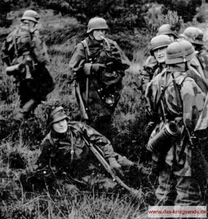 Grenadiere der 363. Volksgrenadier-Division sind bei Hagdorn in Bereitstellung vor einem eigenen Gegenangriff gegen den amerikanischen Brückenkopf in der Brückhöfe.